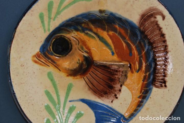 Antigüedades: PLATO DE CERÁMICA DE LA BISBAL - PEZ - Foto 6 - 156901110