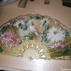 Antigüedades: ANTIGUO ABANICO DE MARFIL TALLADO Y SEDA PINTADA SIGLO XIX. Lote 156911522