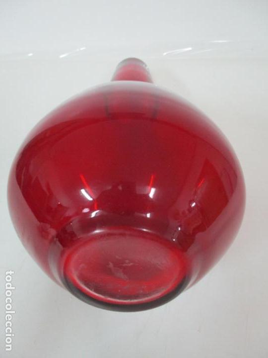 Antigüedades: Bonito Centro de Mesa - Botella - Cristal Soplado, Color Rojo - 40 cm Altura - Retro, Vintage - Foto 2 - 156950342