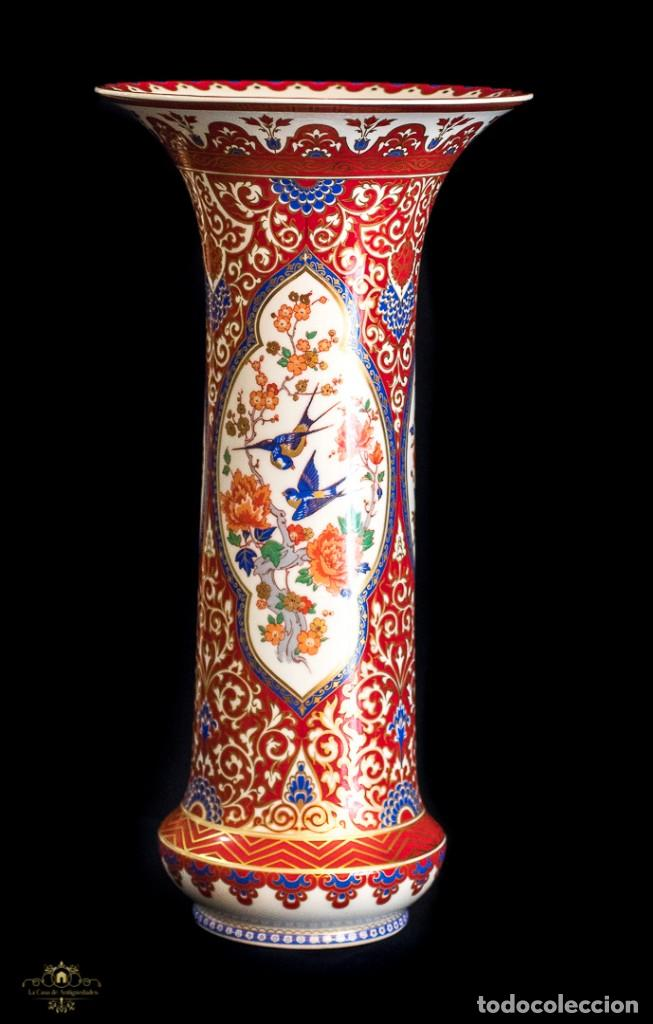 BONITO JARRON ANTIGUO DE PORCELANA PINTADO A MANO DE ORIGEN ALEMAN, DE LA MARCA KAISER (Antigüedades - Hogar y Decoración - Jarrones Antiguos)