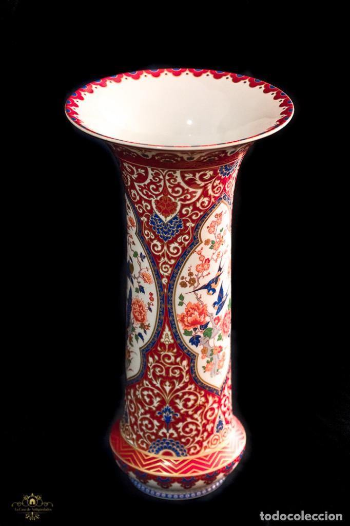 Antigüedades: Bonito jarron antiguo de porcelana pintado a mano de origen aleman, de la marca Kaiser - Foto 2 - 176621014