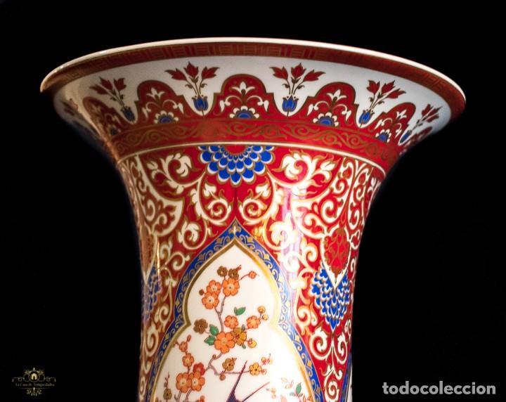 Antigüedades: Bonito jarron antiguo de porcelana pintado a mano de origen aleman, de la marca Kaiser - Foto 3 - 176621014
