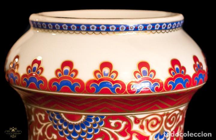 Antigüedades: Bonito jarron antiguo de porcelana pintado a mano de origen aleman, de la marca Kaiser - Foto 6 - 176621014