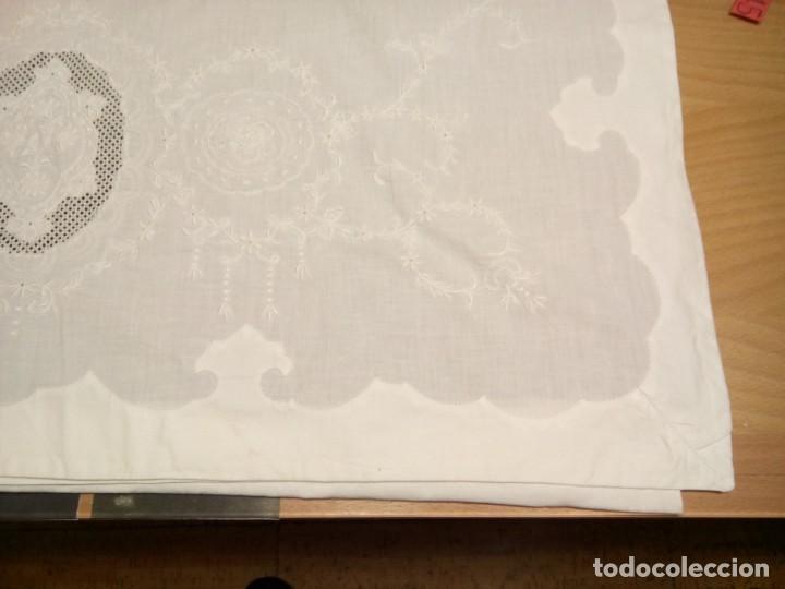Antigüedades: * SABANA ALGODÓN PROFUSAMENT E BORDADA .1,80 M. (RF:LL-44/e) - Foto 3 - 156968786