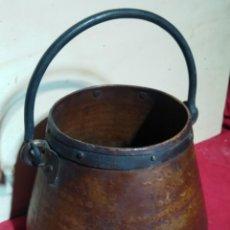Antigüedades: OLLA DE COBRE CON ASA DE AGARRE. Lote 156972998