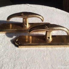 Antigüedades: PAR DE MANILLAS PARA VENTANAS DE METAL. . Lote 156993562