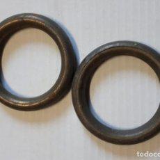 Antigüedades: 2 ANILLAS DE LATÓN DE CORTINA, 7 CM DE DIÁMETRO. Lote 157009150