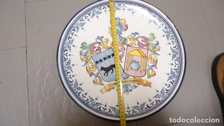 Antigüedades: GRAN PLATO DE CERMICA --LLOBET -FONTCUBERTA --BLASON C.GARRIDO --TALAVERA - MIDE 38 CENTIMETROS - Foto 7 - 157013478