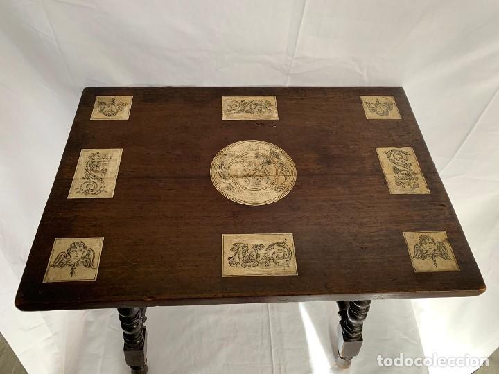 Antigüedades: MESA AUXILIAR CON INSCRUSTACIONES DE HUESO DECORADAS - Foto 2 - 157112134