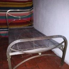 Antigüedades: CAMA DE HIERRO - AÑOS 60 - 190X90 - CON CABEZERO - DESMONTABLE. Lote 157135026