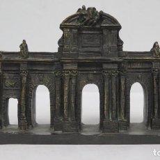 Antigüedades: PUERTA DE ALCALA. RESINA PATINADA EN BRONCE. Lote 157155438