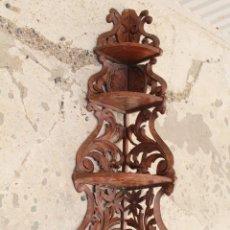 Antigüedades: REPISA RKINCONERA EN MADERA DE NOGAL. Lote 157155442