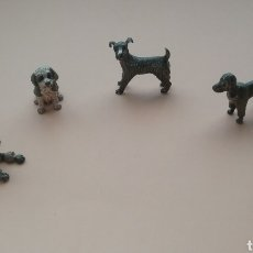 Antigüedades: LOTE DE 5 PERROS EN MINIATURA EN PLATA.. Lote 157211637
