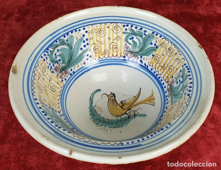 BOL DE CERÁMICA CATALANA ESMALTADA. PINTADA A MANO. SIGLO XIX. (Antigüedades - Porcelanas y Cerámicas - Catalana)