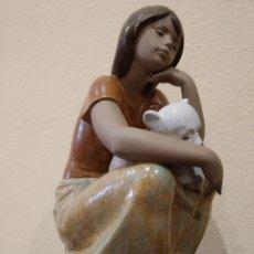Antigüedades: LLADRÓ FIGURA PORCELANA OSITO AL REGAZO -DESCATALOGADA 1998 A 2013- 01012380. Lote 157247086