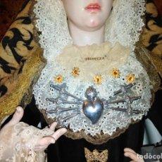 Antigüedades: 5 MARIQUILLAS TEMBLADERAS COMO VIRGEN ESPERANZA MACARENA EN AMBAR - SEMANA SANTA LEER. Lote 165047704