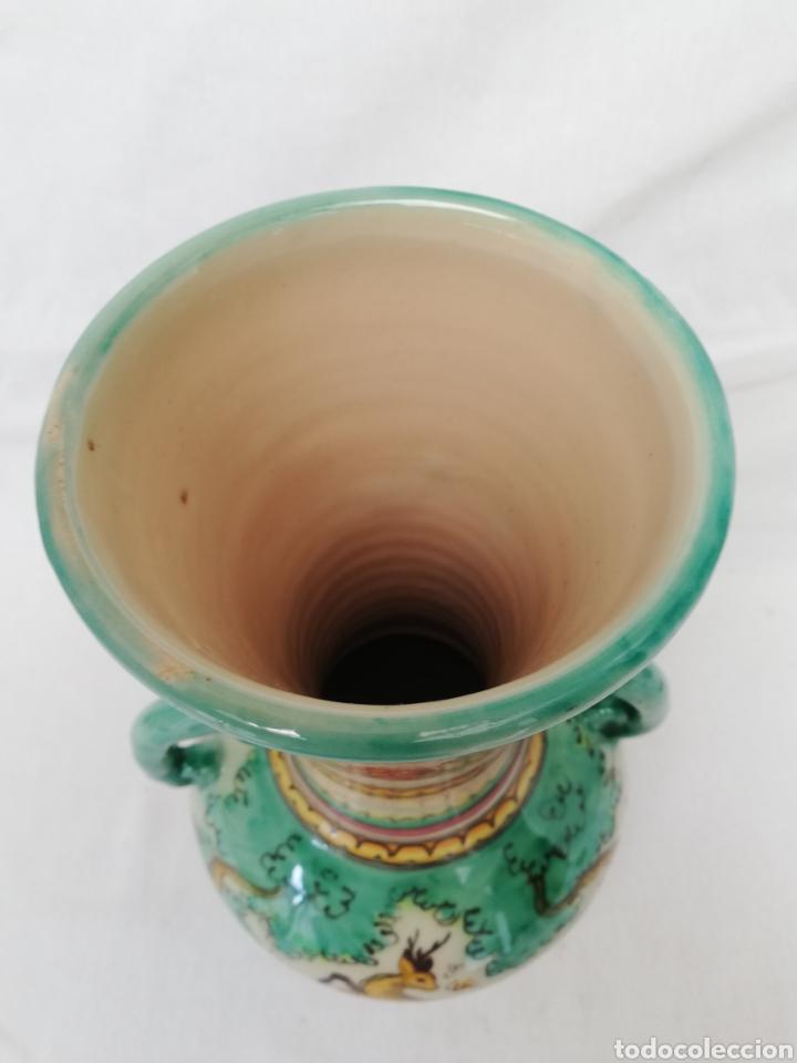 Antigüedades: JARRON DE CERAMICA. CENTRO DE MESA. DOBLE ASA DE PUENTE DEL ARZOBISPO. 35CM. - Foto 9 - 157345382