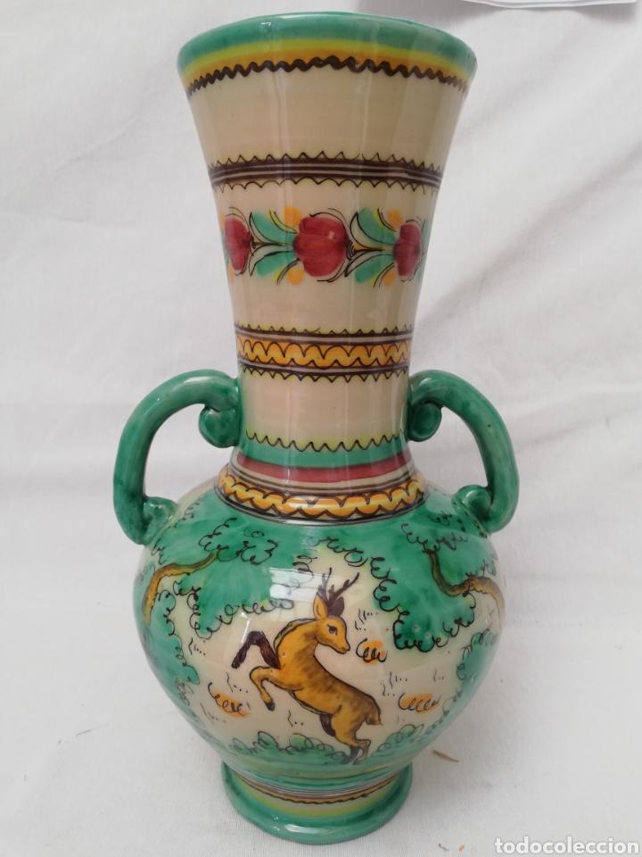 Antigüedades: JARRON DE CERAMICA. CENTRO DE MESA. DOBLE ASA DE PUENTE DEL ARZOBISPO. 35CM. - Foto 10 - 157345382