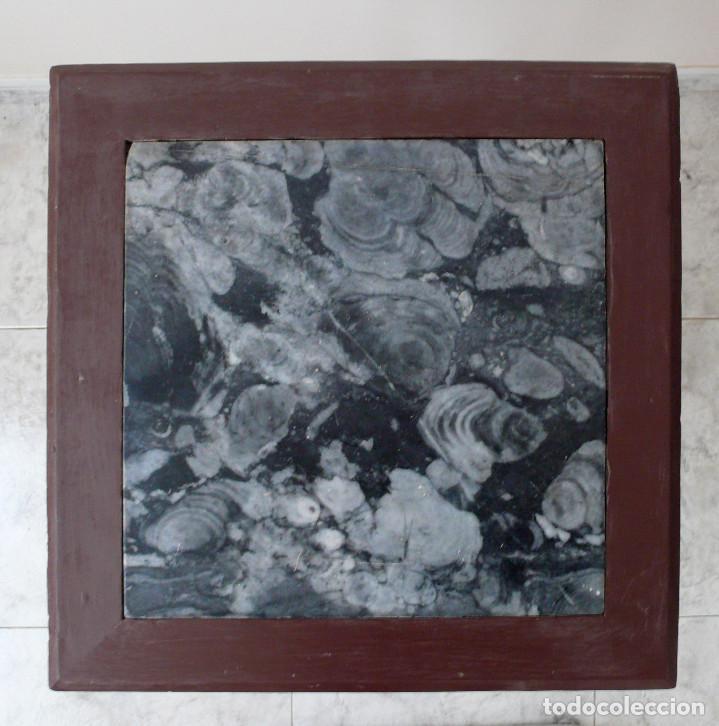 Antigüedades: PRECIOSA MESA ALFONSINA S.XIX DETALLES DORADOS Y PARTE SUPERIOR CON BELLO MARMOL VETEADO, VELADOR - Foto 6 - 157451654