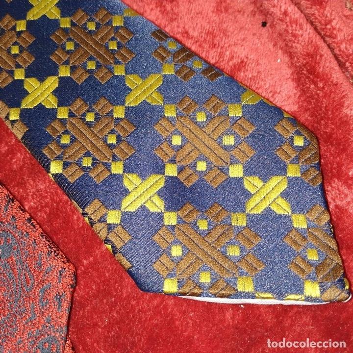 Antigüedades: COLECCIÓN DE 80 CORBATAS DE HOMBRE. DIVERSOS TEJIDOS. ESPAÑA. 1950-1990 - Foto 25 - 157681922