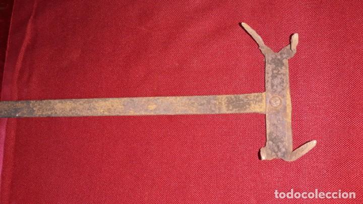 Antigüedades: TOSTADOR DE PAN DE HIERRO FORJADO - Foto 3 - 157723846