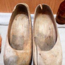 Antigüedades: ZUECOS. CONJUNTO DE 4 ZUECOS DE MADERA. Lote 157727926