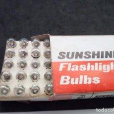 Antigüedades: CAJA DE 50 ANTIGUAS BOMBILLAS DE 3,5 V. SUNSHINE.. Lote 157740282