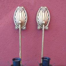 Antigüedades: PAREJA DE APLIQUES DE BRONCE. FALTAN TULIPAS. Lote 157759458