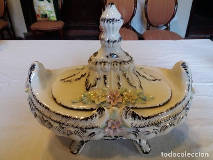 PRECIOSA SOPERA CON DECORACIÓN FLORAL (Antigüedades - Porcelanas y Cerámicas - Otras)