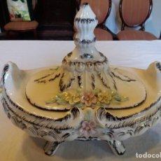 Antigüedades: PRECIOSA SOPERA CON DECORACIÓN FLORAL. Lote 157760106