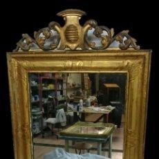 Antiques: ANTIGUO ESPEJO ISABELINO DE MADERA DORADO AL ORO FINO CON COPETE DE MADERA. 95X66. S.XIX. Lote 157775238