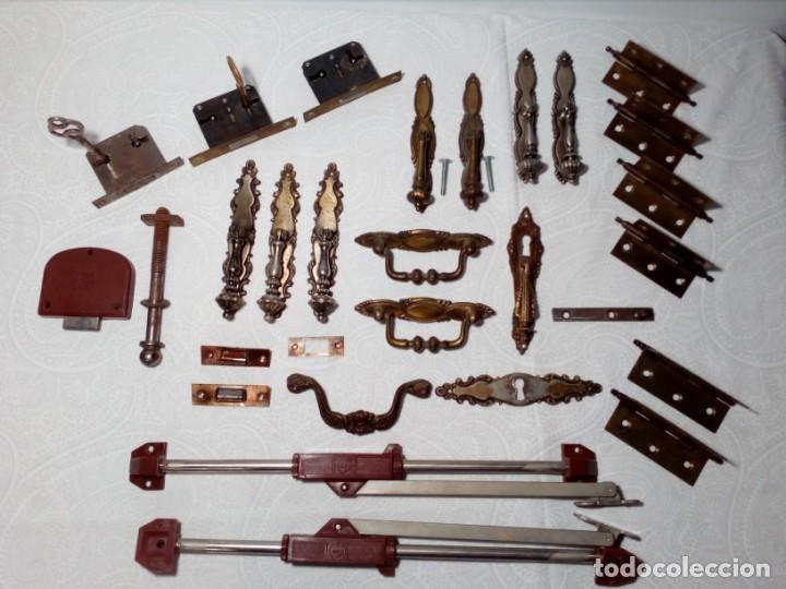 GRAN LOTE VARIADO (TIRADORES - POMOS - CERRADURAS - BISAGRAS - ACCESORIOS) ARMARIO Y CÓMODA ANTIGUO (Antigüedades - Muebles Antiguos - Armarios Antiguos)