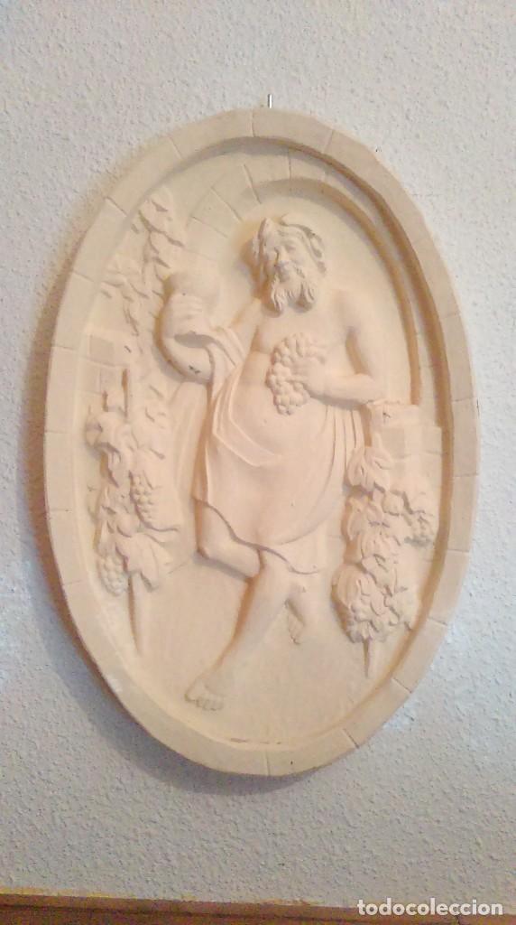 BONITO Y ORIGINAL PLAFON MEDALLON DE BACO, DIOS DEL VINO. (Antigüedades - Hogar y Decoración - Figuras Antiguas)