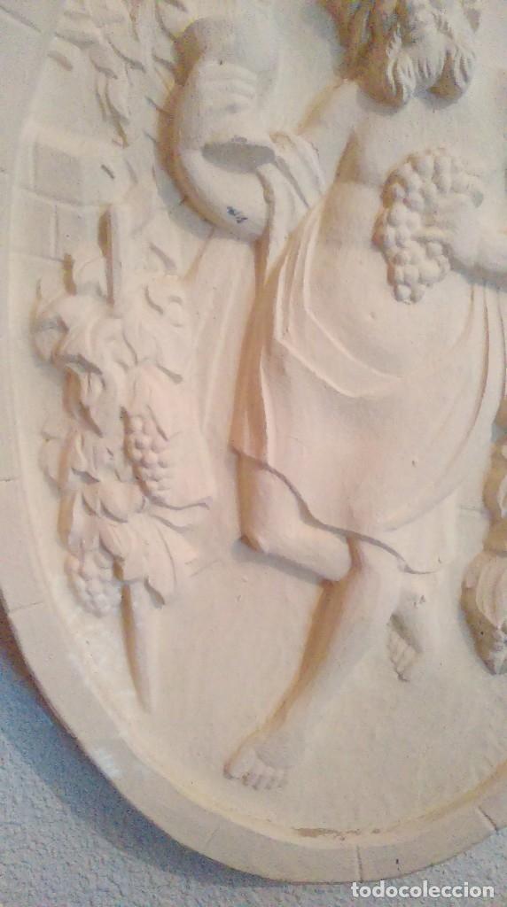 Antigüedades: Bonito y original plafon medallon de Baco, dios del vino. - Foto 3 - 157802766