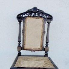 Antigüedades: SILLA ANTIGUA EN MADERA DE ROBLE TALLADA, REJILLA. Lote 157843646