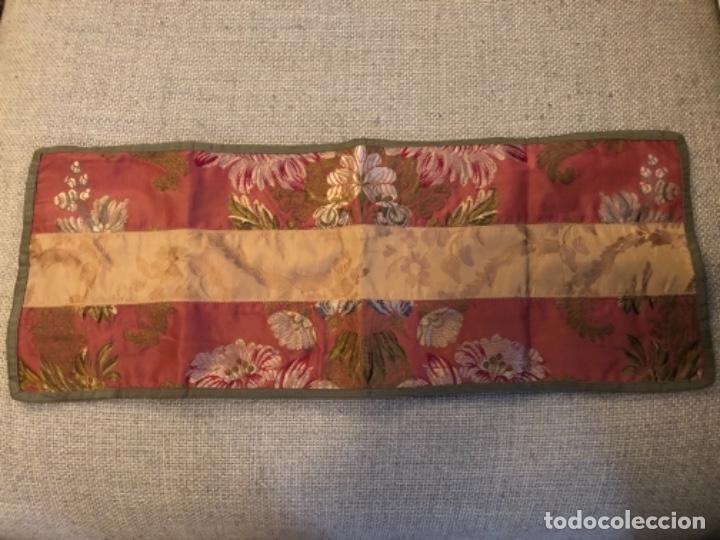 ANTIGUO PAÑO RELIGIOSO O DE ALTAR, REALIZADO EN DAMASCO DE SEDA. S.XIX (Antigüedades - Religiosas - Ornamentos Antiguos)