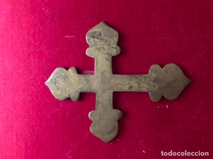Antigüedades: Antigua cruz realizada en bronce ideal imagen religiosa Cap i Pota o capilla. - Foto 2 - 157847038