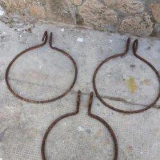 Antigüedades: LOTE 3 ANTIGUOS MACETEROS DE HIERRO PARA MACETAS BALCÓN O VENTANA. Lote 157861054
