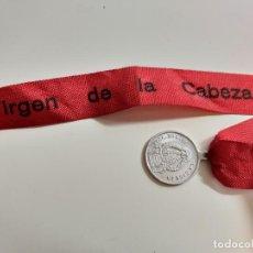 Antiguidades: MEDALLA Y CINTA DE LA VIRGEN DE LA CABEZA. 2 CM DE DIÁMETRO LA MEDALLA. . Lote 157882838