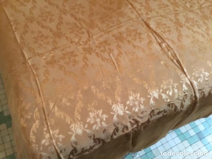 Antigüedades: colcha Isabelina brocado en seda ,232 de largo x 220 de ancho - Foto 2 - 157909178