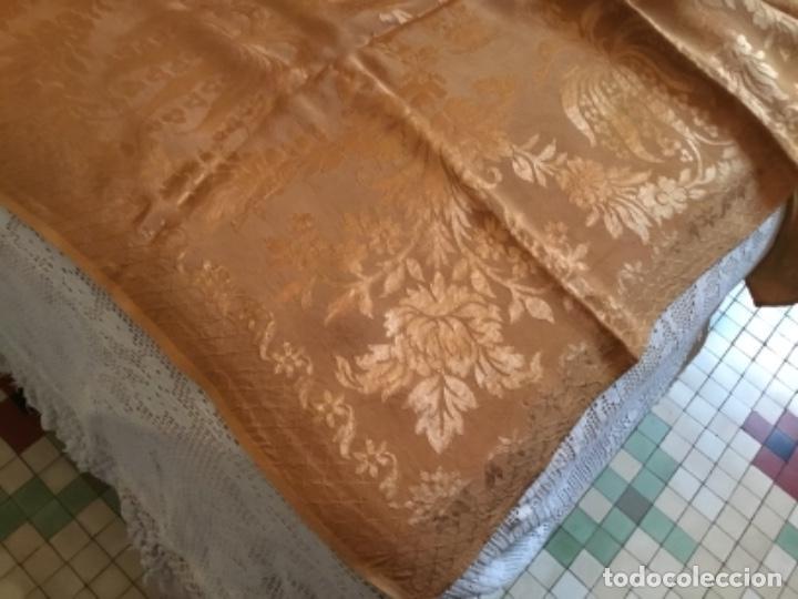 Antigüedades: colcha Isabelina brocado en seda ,232 de largo x 220 de ancho - Foto 3 - 157909178