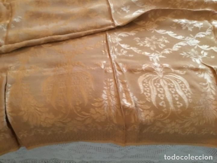Antigüedades: colcha Isabelina brocado en seda ,232 de largo x 220 de ancho - Foto 4 - 157909178