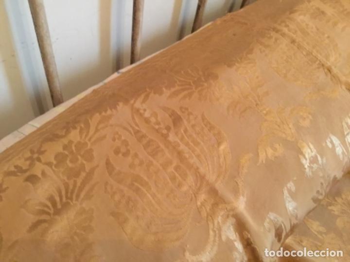 Antigüedades: colcha Isabelina brocado en seda ,232 de largo x 220 de ancho - Foto 5 - 157909178