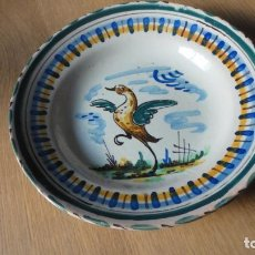 Antigüedades: ANTIGUO PLATO DE CERAMICA.DECORACION AVE.SPAIN.TRIANA? SIGLO XX?. Lote 157987042