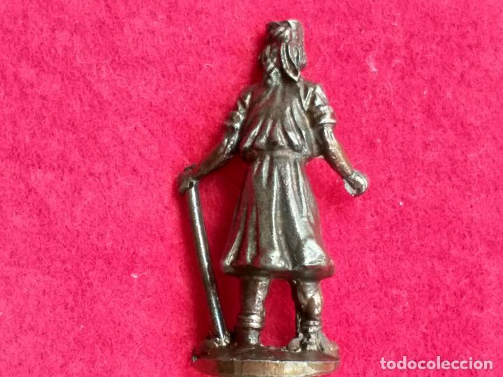 Antigüedades: Miniatura. Rey mago con bastón de mando. Metal, bronce. 4 cm de altura. - Foto 2 - 157997102