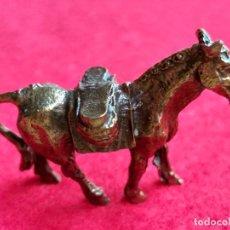 Antigüedades: MINIATURA. FIGURA ANTIGUA DE CABALLO EN METAL. ALTURA 3 CM.. Lote 158000922