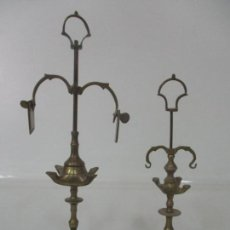 Antigüedades: PAREJA DE PEQUEÑAS LAMPARAS DE ACEITE - LÁMPARA DE ACEITE, CANDIL, VELÓN - BRONCE - DE COLECCIÓN!!!. Lote 158018258