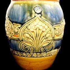 Antigüedades: ROYAL DOULTON - ART NOUVEAU - CERAMICA DE GRES - PRECIOSO ACABADO EN AZUL VRDE AMARILO 1902 - 1922. Lote 158018314