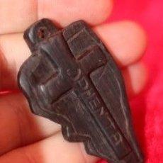 Antigüedades: CRUZ AFRICANA DE MADERA TALLADA MOZAMBIQUE. Lote 158112430