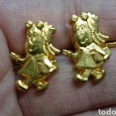 Antigüedades: CURIOSOS GEMELOS DORADOS DE LA PEQUEÑA LULÚ. Lote 158146050